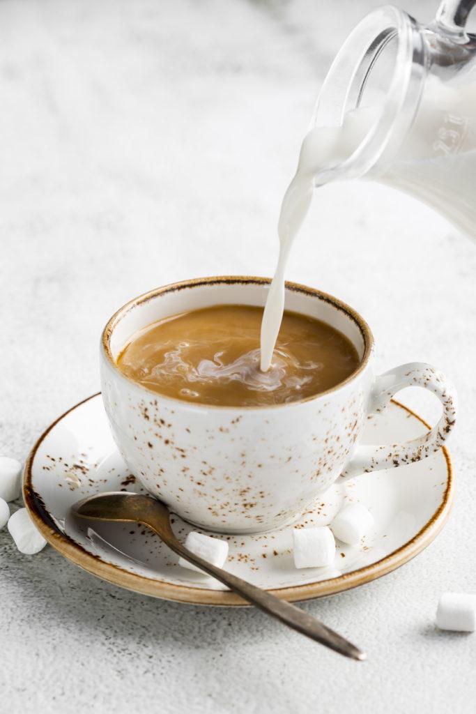 Communication tasse de café au lait