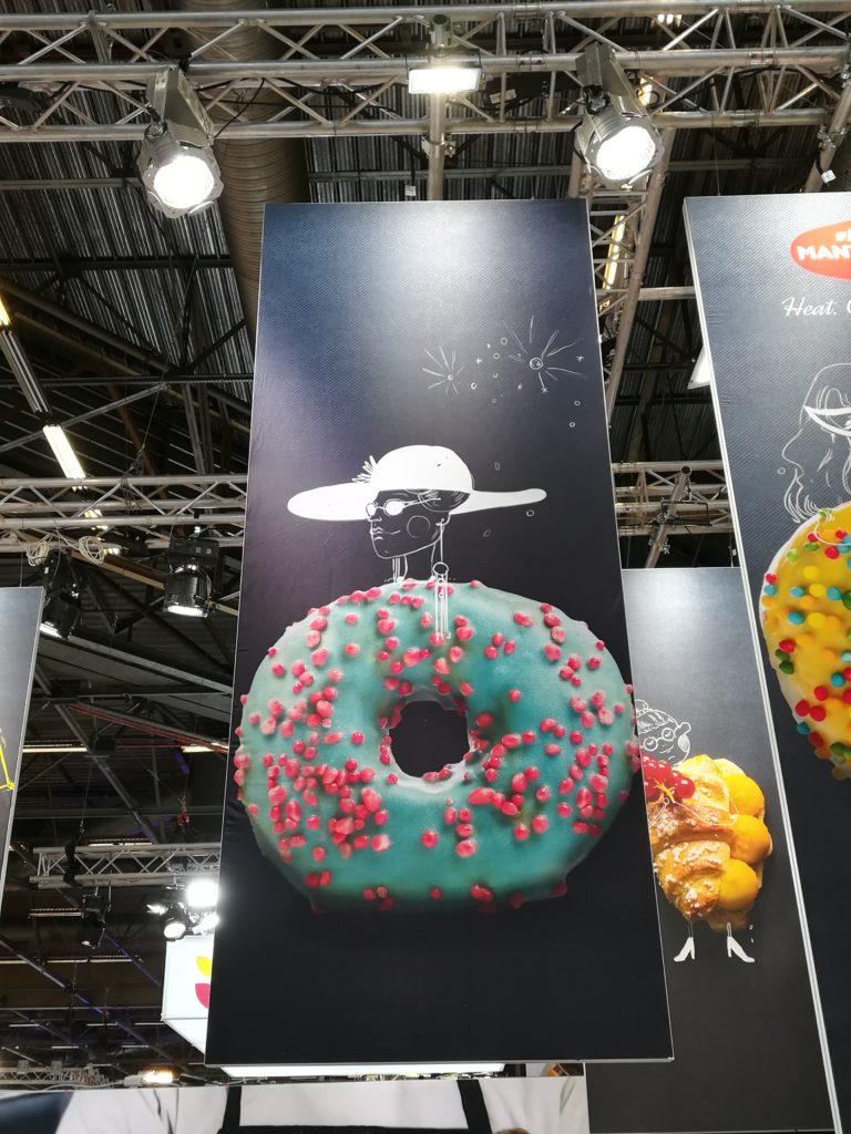 PLV salon professionnel donut personnifié